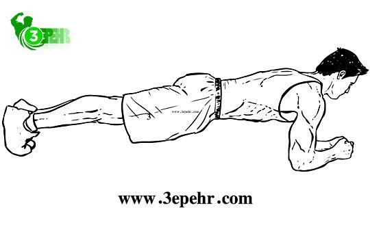 10 حرکت تا رسیدن به تناسب اندام در منزل ، فردی روی ساعدهای خود را روی زمین قرار داده و دست های او در حالت  درجه است و روی پنجه ی پاهای خود است و کمر خود را صاف کرده